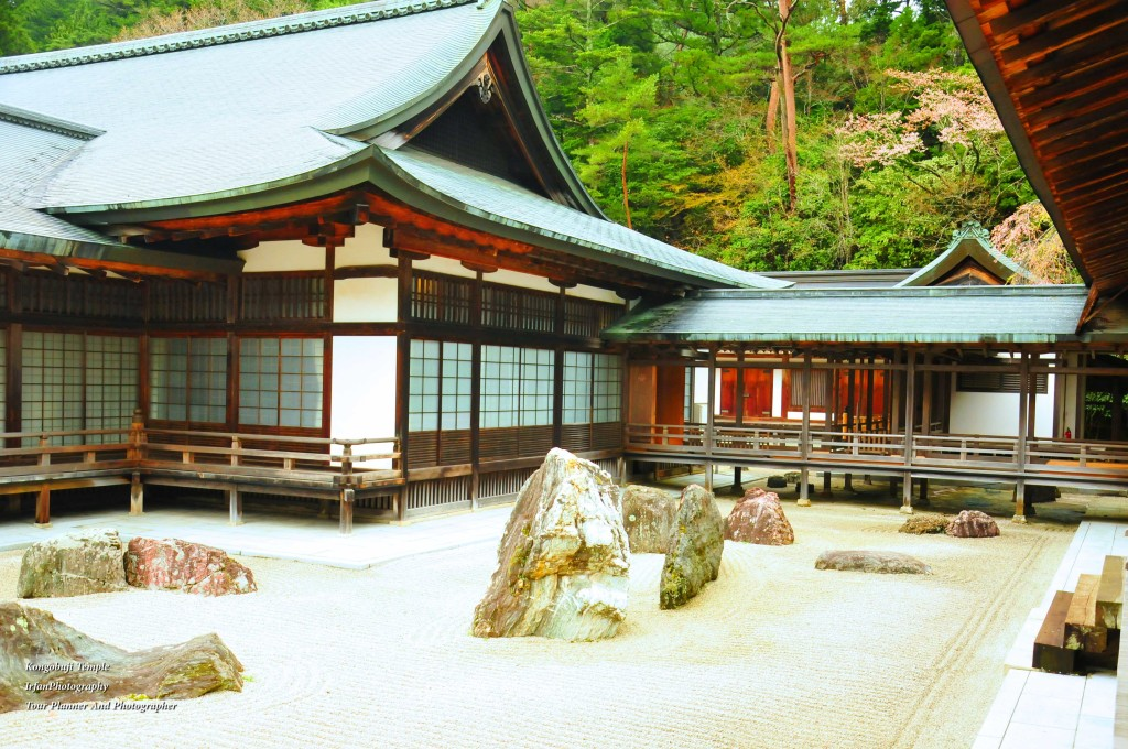 Built By Hideyoshi Toyotomi to honour his passed Mother