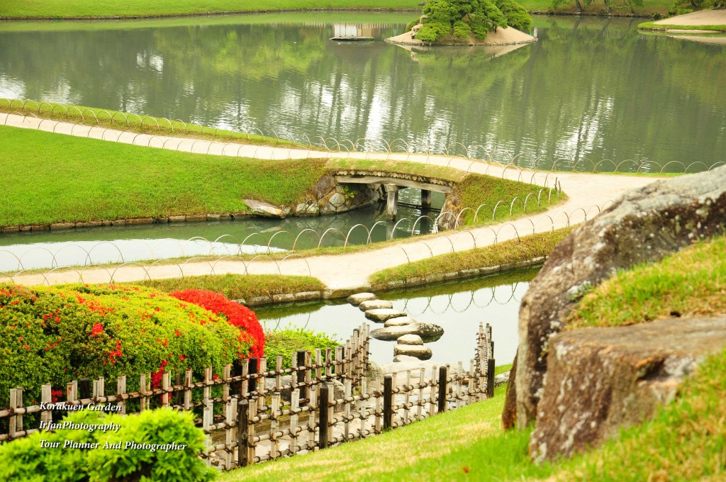 this garden is regarded as one of the best 3 gardens in Japan along with along with Kenroku-en and Kairaku-en this garden was built by Ikeda Tsunamasa, lord of Okayama in 1700